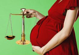 Помощница судьи против беременного турагента