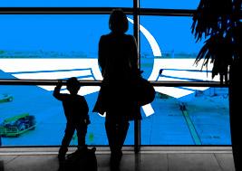 Женщина с ребенком опоздала на рейс и обвиняет в этом «Аэрофлот»