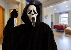 Агрессивный хозяин апартаментов с «Букинга» выгнал туристов в 4 утра