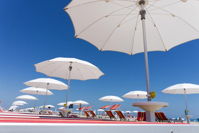 Rimini beach shutterstock_105875357.jpg