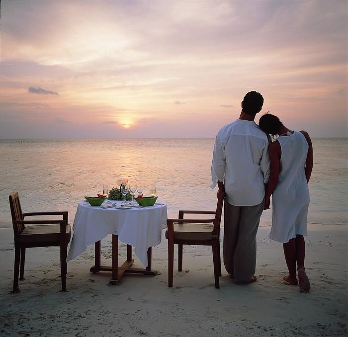 Hi_ANMVMI_27798282_ANMI_Restaurant_SandBankDining_Couple-Sandbank dining.jpg