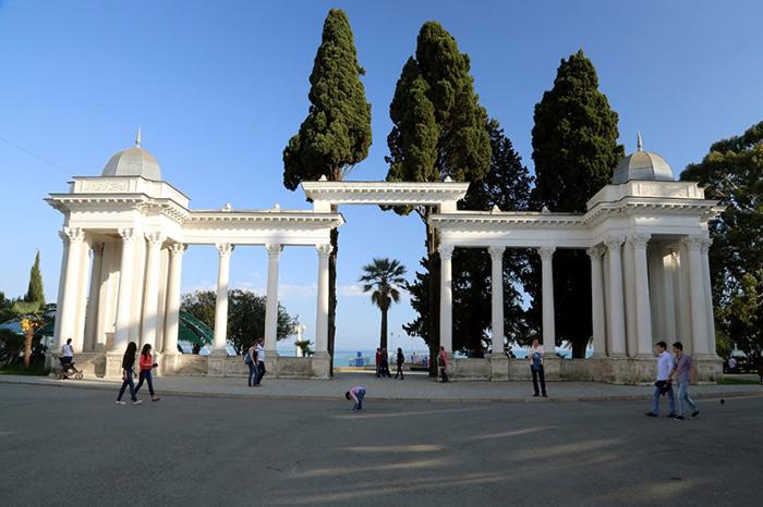 Абхазия: остались ли ещё места, где «дёшево и красиво»?